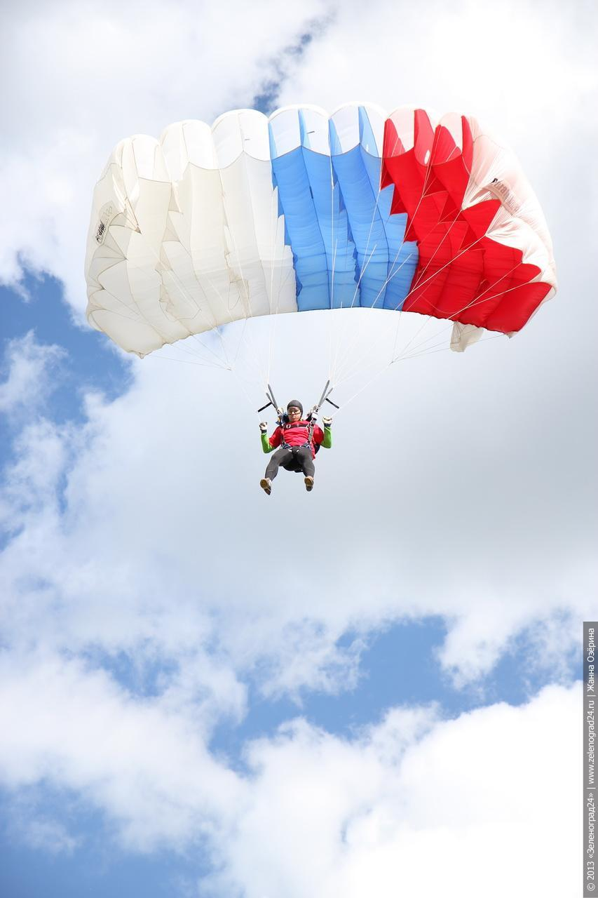 Картинки с парашютом в небе